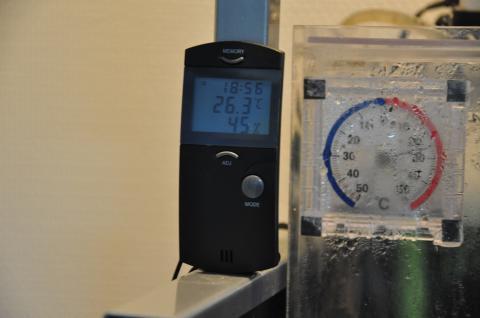 爬虫類用の温湿度計